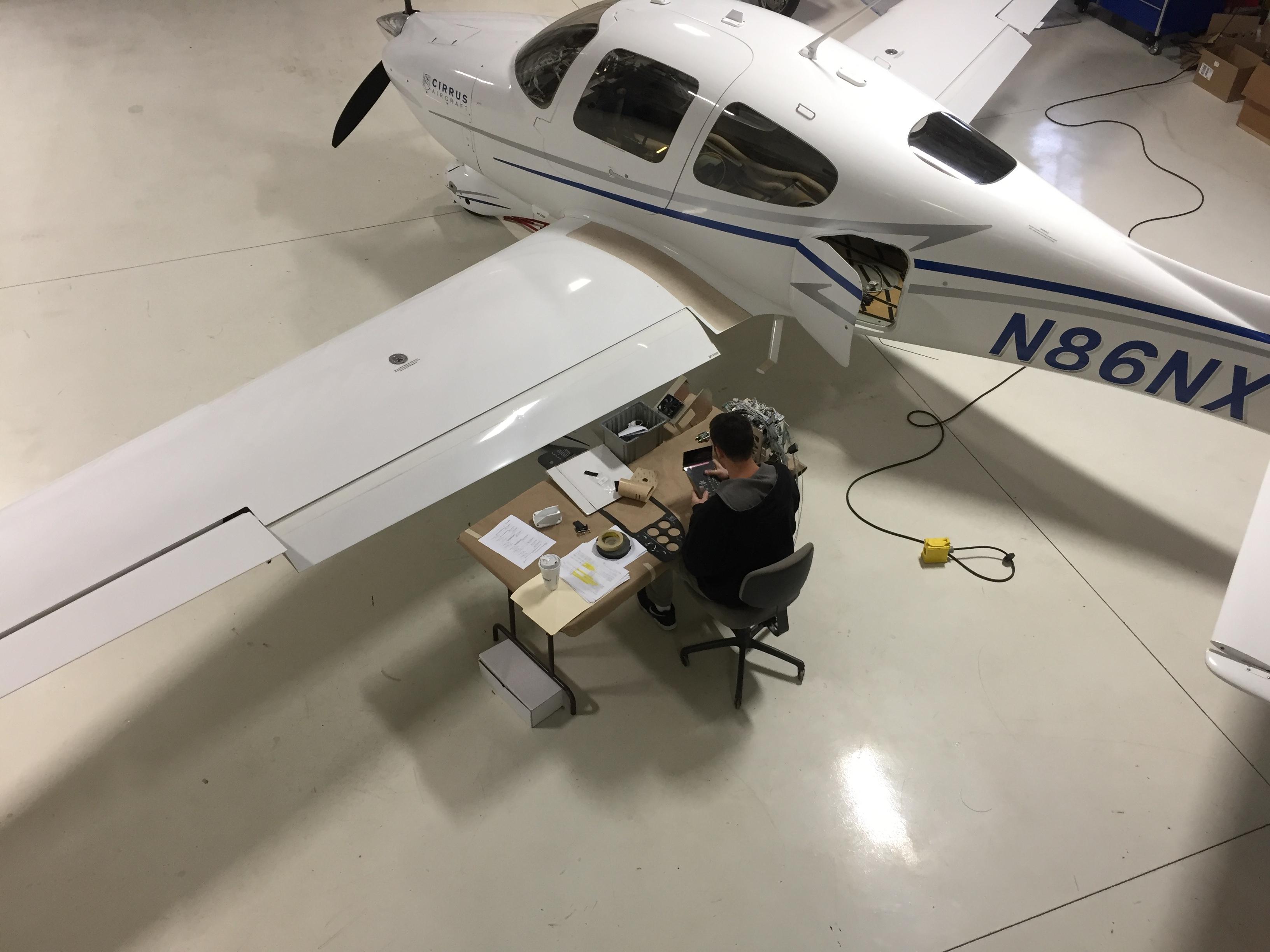 N86NX NexAir's Gold Spinner-to-Tail Restoration - NexAir
